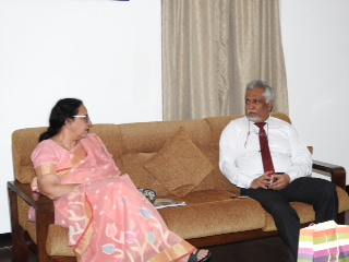 Kavita Sharma visiting University of Colombo
