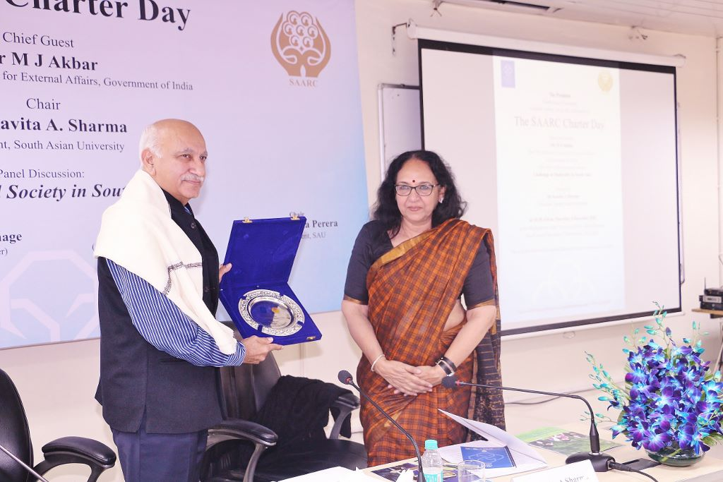Mr. MJ Akbar being felicitated by Dr. Kavita Sharma